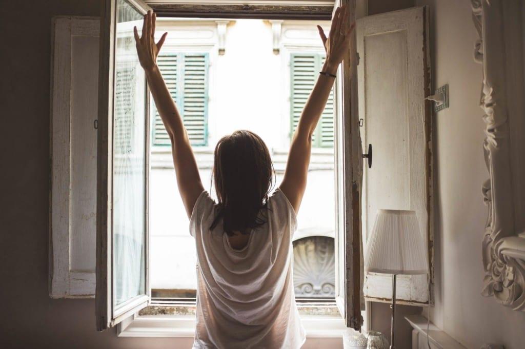 10 semplici mosse per rendere l'aria di casa più sana
